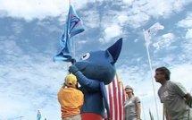 J-500 : levée des drapeaux devant la caméra d'Antipode